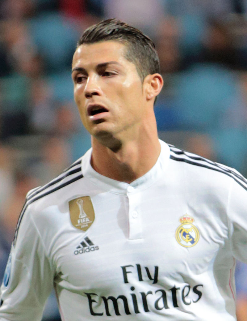 Ronaldo_vs._FC_Schalke_04_(16854146922,_cropped)